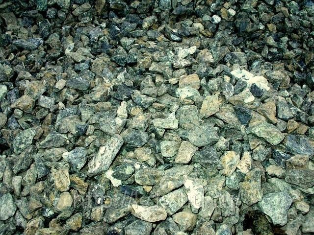 необработанные камни змеевика