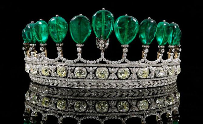 Корона с изумрудами