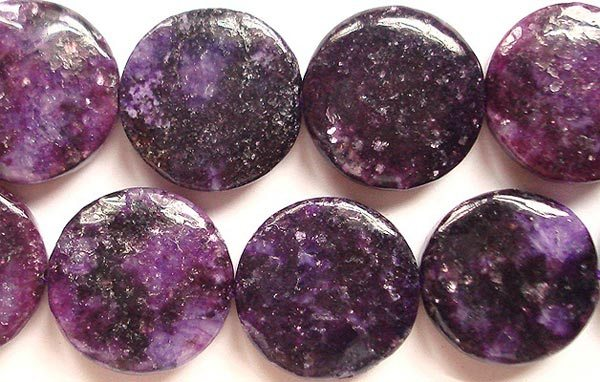 обработанные камни лепидолита