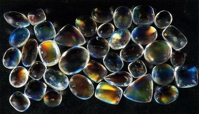 Камни адуляра