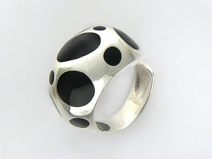 кольцо с гагатом