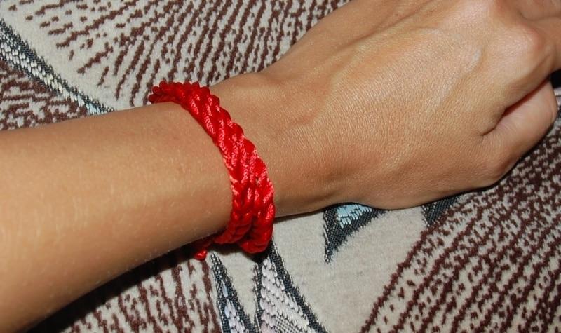 Как правильно завязать красную 🚩 нить на запястье и зачем