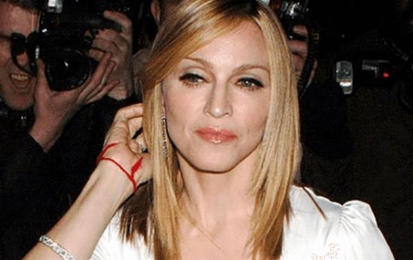 Мадонна с амулетом